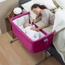 quand faire dormir bébé dans sa chambre pratiquer le cododo avec bébé bonne ou mauvaise idée
