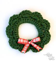 crocheted wreath from plastic six pack rings the kim six fix