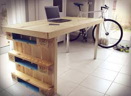 Diy Wood Computer Desk by Diy Modern Chic Pallet Computer Desk 101 Pallets