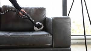 nettoyage d un canap en cuir nettoyer canapé cuir blanc très sale liée à nettoyer un canapé en