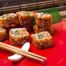 cuisine japonaise traditionnelle sushi cuisine japonaise traditionnelle fraîche sur la table banque d