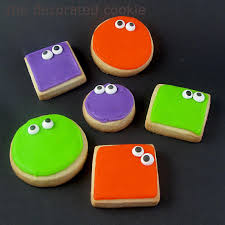 googly eyed monster halloween cookies