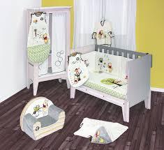 chambre winnie l ourson pour bébé davaus decoration chambre bebe winnie l ourson avec des