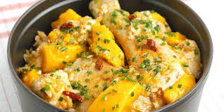 cuisiner la mangue cocotte de poulet à la mangue recettes femme actuelle