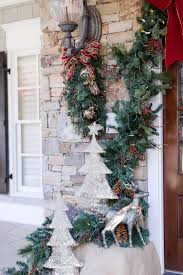 how to decorate home for christmas how to decorate your front door for christmas bluegraygal