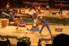family dinner show in pigeon forge