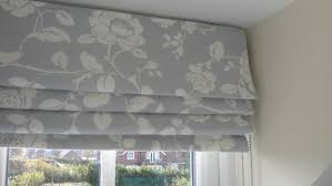 curtain blinds decorate the house with beautiful curtains