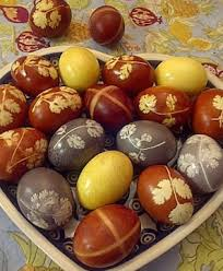 easter traditions natural and food coloring egg dying tips