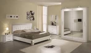 chambre à coucher blanche chambre a coucher blanche idées de décoration capreol us