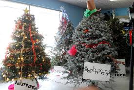 akron hardware sponsors christmas tree decorating contest akron