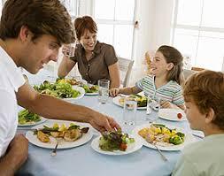 cuisine repas la cuisine de la famille autour du repas