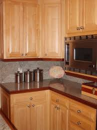 Kitchen Wall Colors With Maple Cabinets by Simple Dark Maple Cabinets Kitchen 1000 Ideas About On Pinterest