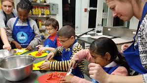 cours de cuisine pour enfant atelier de cuisine pour enfant au pignon bleu ici radio canada ca