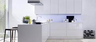 meuble cuisine blanc laqué meuble de cuisine blanc brillant idée de modèle de cuisine