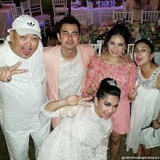 wedding dress nagita slavina foto raffi ahmad kenakan jas merah muda atas permintaan nagita