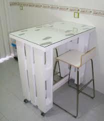 table de cuisine en palette table palette sur roulettes dans cuisine studio