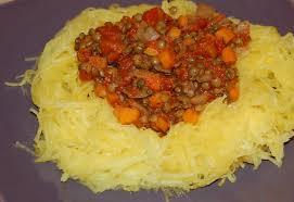 comment cuisiner une courge spaghetti courge spaghetti à la bolognaise de lentilles maman ça déborde