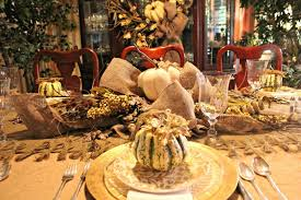 create impressive thanksgiving dinner with decorative centerpiece