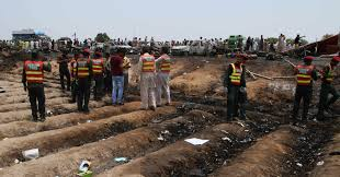 lexus sedan in pakistan overturned oil tanker explodes in pakistan killing 148 wics