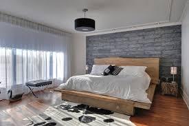 mur de chambre en bois design interieur lit tête lit bois brut tapis peau vache mur