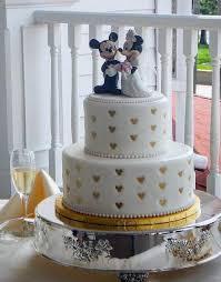 mickey minnie cake topper minnie wedding topper on 2 tier wedding cake with golden