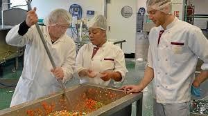cuisine collective recrutement restauration collective restoria mitonne sa montée en puissance
