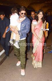 shah rukh khan protecting his son abram from cameras will win your