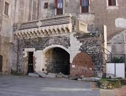 cortile platamone catania loggiato palazzo platamone la sicilia in rete