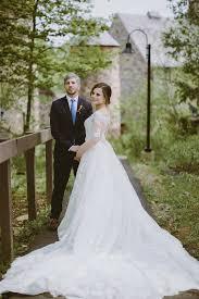 lush florals fill this elegant new york wedding modwedding