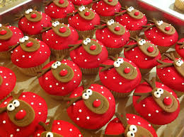 cute reindeer cakes ours are fruit christmas cakes we made these