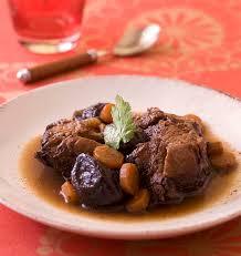 cuisiner le veau en cocotte sauté de veau aux pruneaux en cocotte les meilleures recettes de