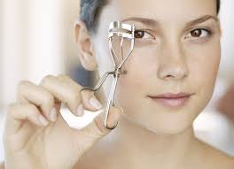 How To Use An Eyelash Curler Top 10 Best Eyelash Curlers Of 2017 U2013 Reviews Pei Magazine
