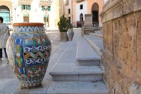 vasi decorativi vasi decorativi all ingresso della basilica foto di basilica