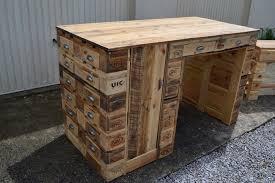 fabriquer un bureau en bois fabriquer bureau en palette fashion designs avec etabli en palette