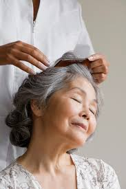how to blend in gray roots of black hair with highlig how to take care of grey roots if you highlight your hair leaftv