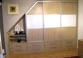 comment poser une porte de chambre comment poser des portes de placard coulissantes sous pente