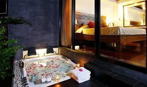 chambre romantique avec privatif les 25 meilleures idées de la catégorie chambre avec spa privatif