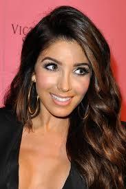 get sued for looking like kim kardashian huda beauty makeup