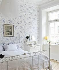 schlafzimmer tapezieren ideen tapeten landhausstil frische ideen wie sie die wände verkleiden