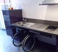 cuisiner pour une personne un showroom dédié aux cuisines pour les personnes à mobilité réduite