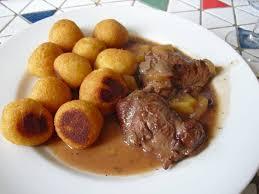 cuisiner joue de porc aux 2 tables joues de porc au miel cidre et airelles