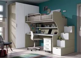 hochbett mit schreibtisch und sofa modernes kinderzimmer junge platzsparende möbel beige weiß