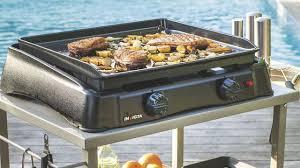 cuisiner à la plancha gaz cuisine d extérieur bien choisir barbecue ou plancha côté maison