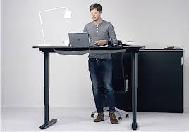 bureau debout assis travaillez debout et assis grâce à ces bureaux ajustables et