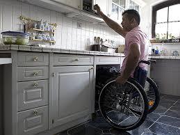 cuisine pour handicapé placards rangements de cuisine séniors handicapés angers
