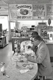 best 20 green bay packers coaches ideas on pinterest team gb vintage old photo of green bay wisconsin packers coach vince lombardi at lunch counter