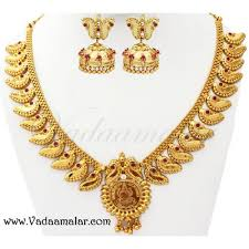 kerala desig necklace choker jhumka earrings saree