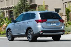 2017 white mitsubishi outlander 2017 mitsubishi outlander gt market value what u0027s my car worth