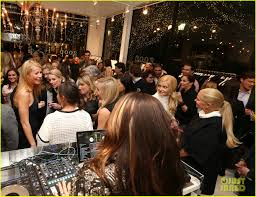 chris martin and gwyneth paltrow wedding gwyneth paltrow brings chris martin u0026 kids to goop store opening
