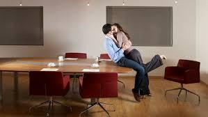comment vivre une relation au bureau le site de l emploi